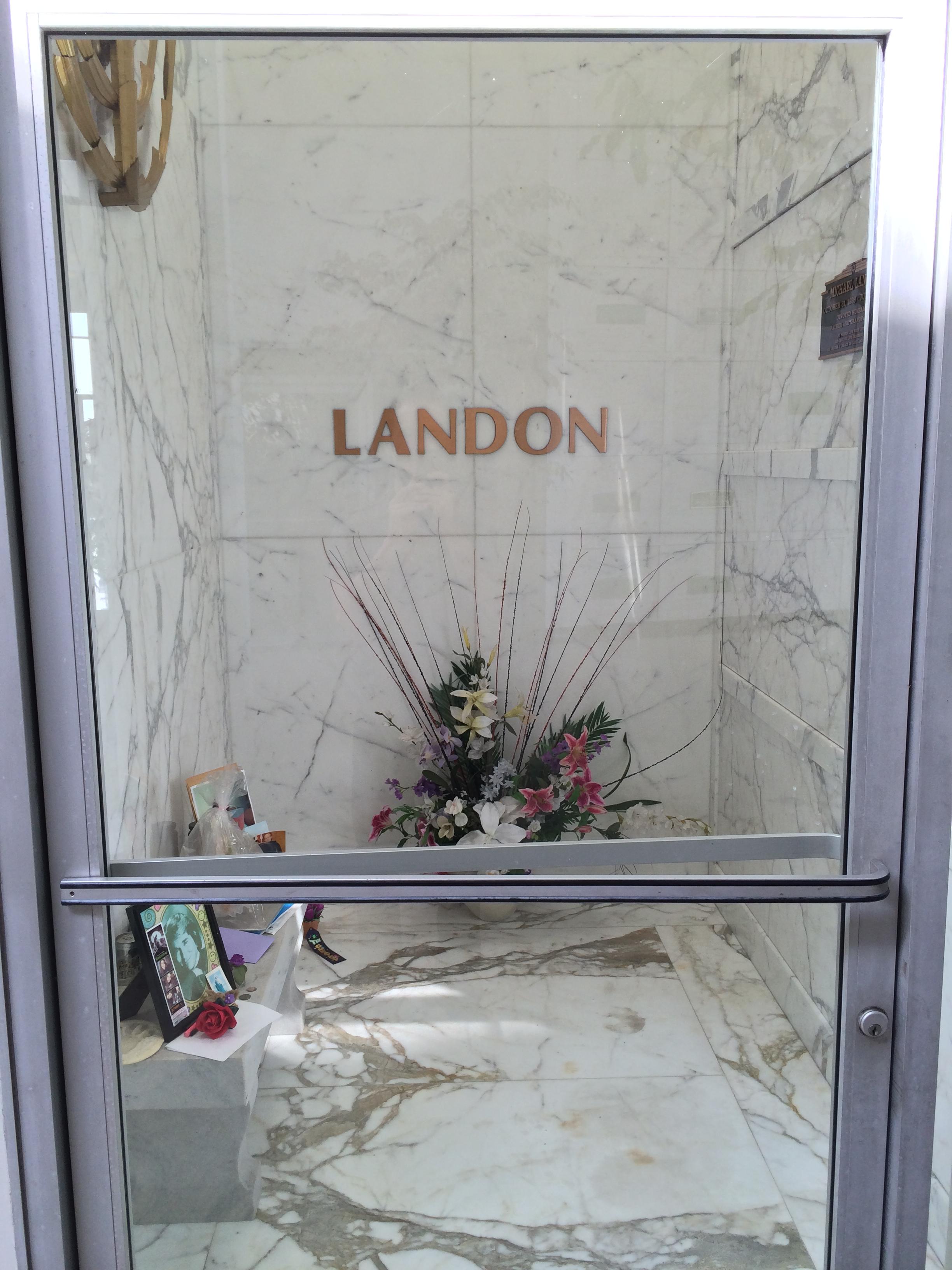 Michael Landons Grave (photo) | Famous tombstones, Grave